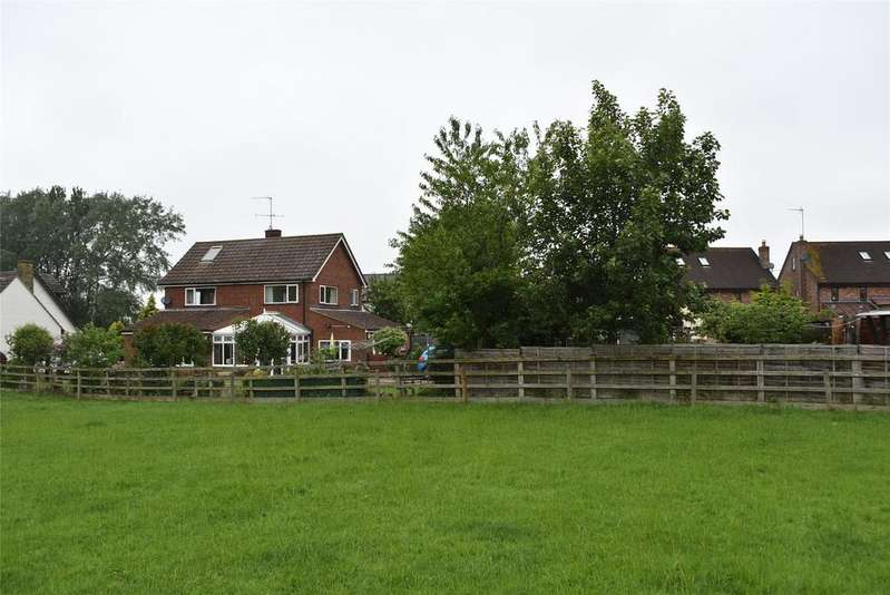 3 Bedrooms Detached House for sale in Quainton Road, North Marston