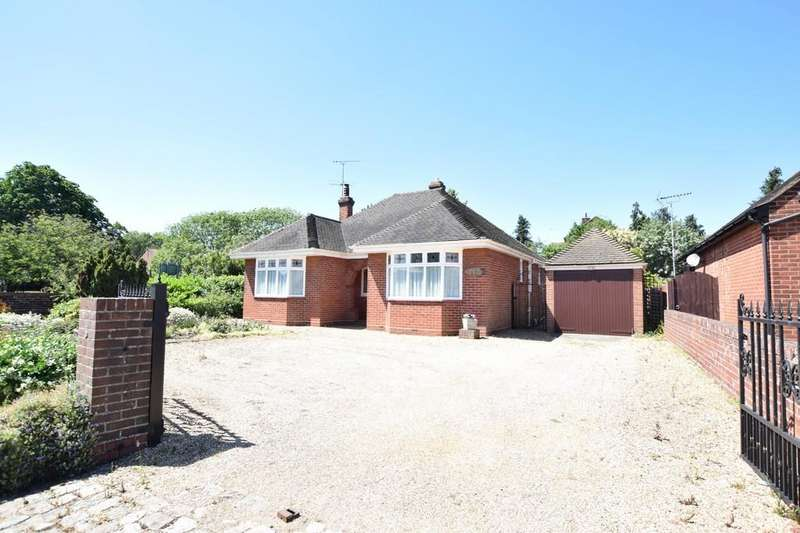 2 Bedrooms Detached Bungalow for sale in Mersea Road, Colchester CO2 8QY