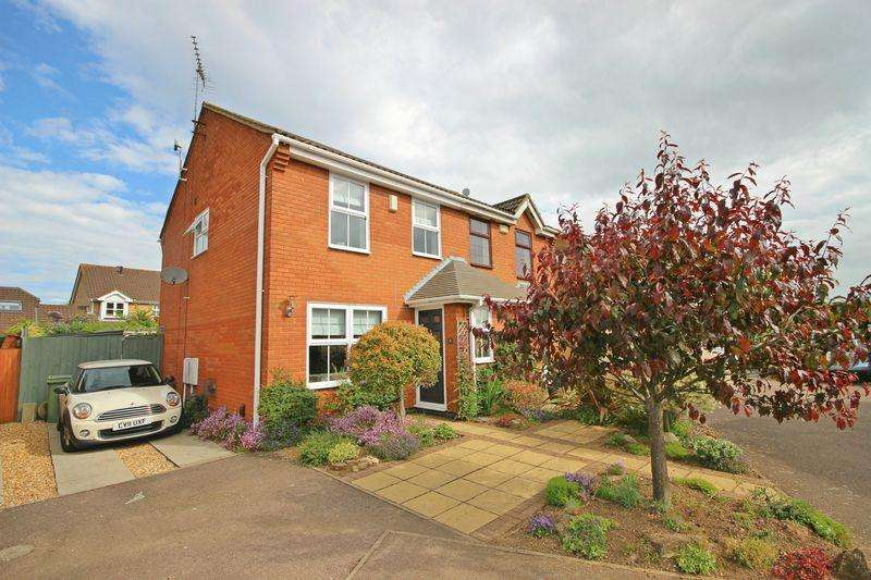 3 Bedrooms Semi Detached House for sale in Troon Gardens, Bushmead
