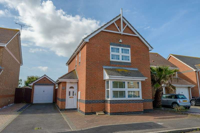 3 Bedrooms Detached House for sale in South backing onto Farmland - Meesons Meadow - Great Wakering