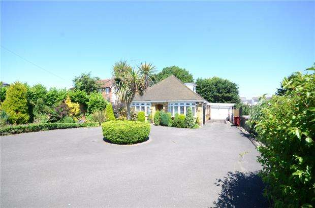 4 Bedrooms Detached Bungalow for sale in Chichester Road, Tilehurst, Reading