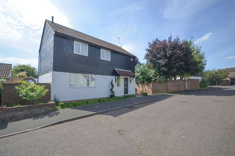 4 Bedrooms Detached House for sale in Blackthorn Road, Witham, CM8 2XZ