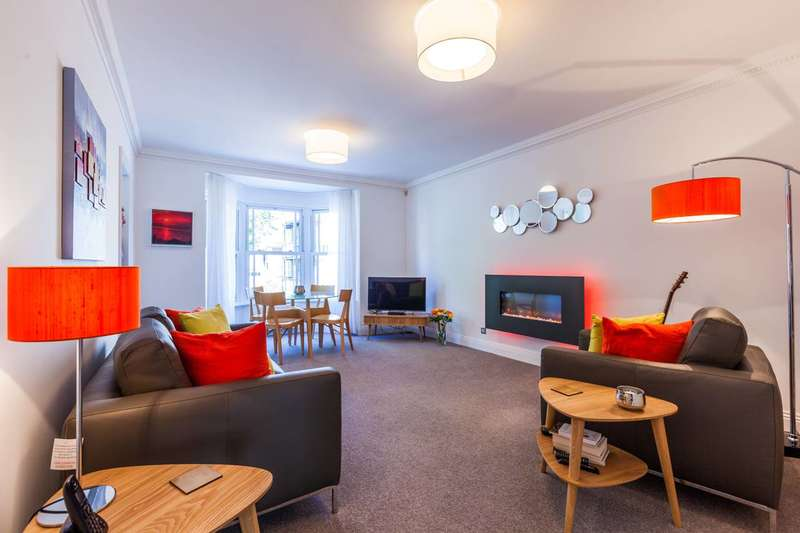 2 Bedrooms Flat for sale in Clarence Mews, Rotherhithe, SE16