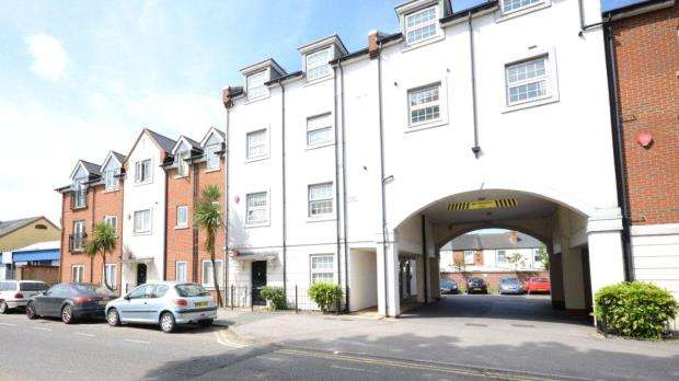 2 Bedrooms Apartment Flat for sale in Platinum Apartments, 32 Silver Street, Reading