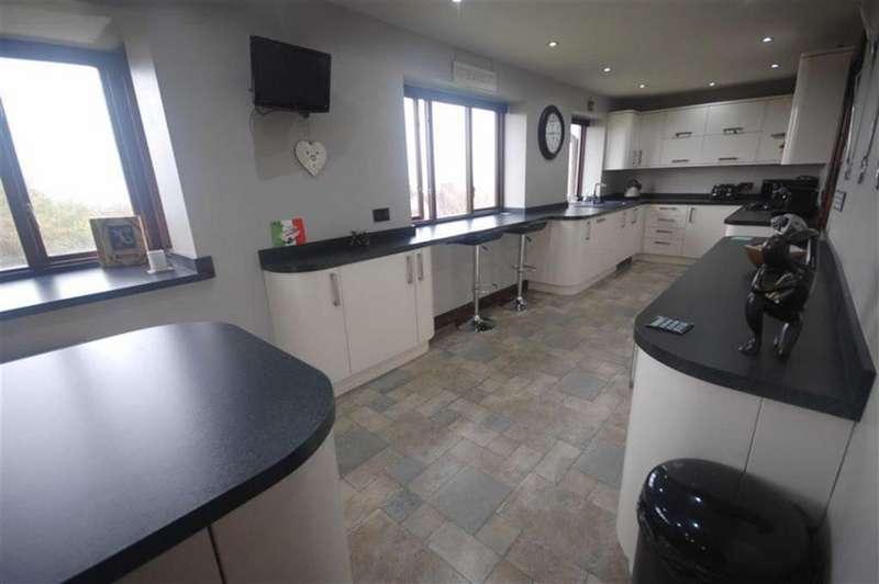 4 Bedrooms Detached House for sale in Jackroyd Lane, Upper Hopton, Mirfield, WF14