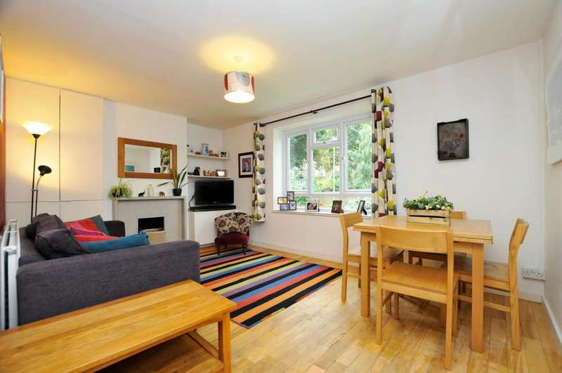 3 Bedrooms Flat for sale in Clissold Crescent, London
