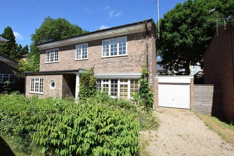 4 Bedrooms Detached House for sale in Woodlands Close, Blackwater, Camberley