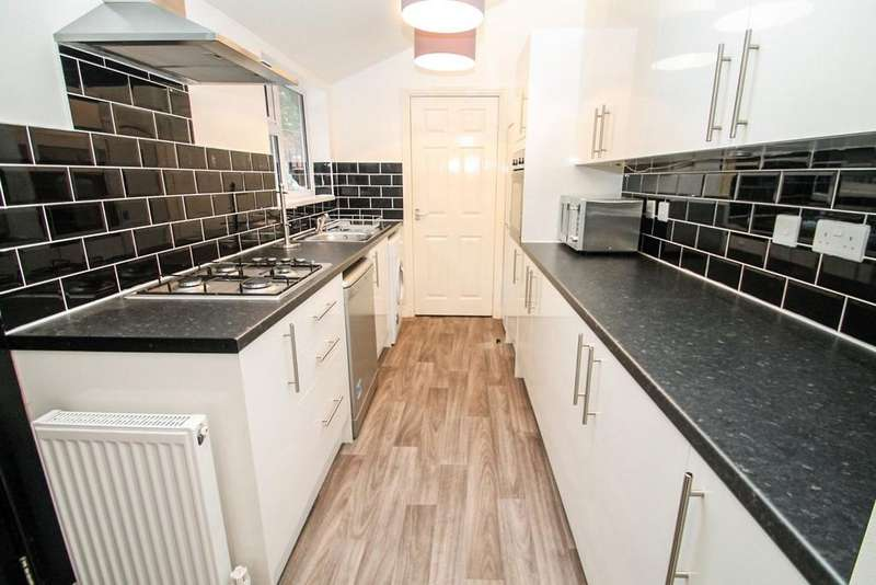 5 Bedrooms Terraced House for sale in Burley Road, Hyde Park, Leeds