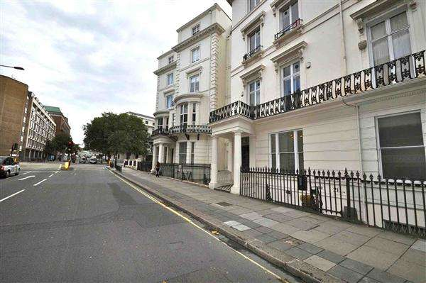 2 Bedrooms Flat for sale in Bishops Bridge Road W2