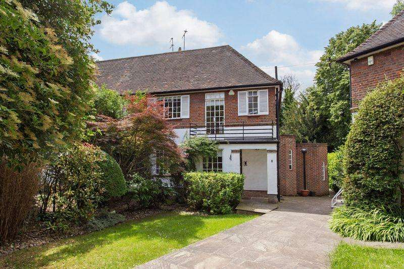 4 Bedrooms Semi Detached House for sale in Holyoake Walk, Hampstead Garden Suburb, London N2