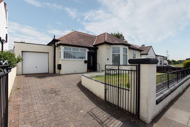 4 Bedrooms Bungalow for sale in Balwearie Crescent, Kirkcaldy, Fife, KY2 5LX