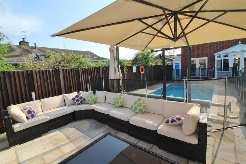 4 Bedrooms Detached House for sale in Beach Road