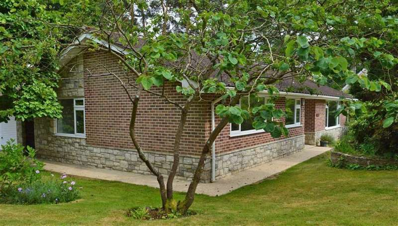 4 Bedrooms Detached Bungalow for sale in Widworthy Drive, Broadstone, Dorset
