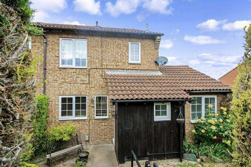 4 Bedrooms Semi Detached House for sale in Plaiters Way, Dunstable