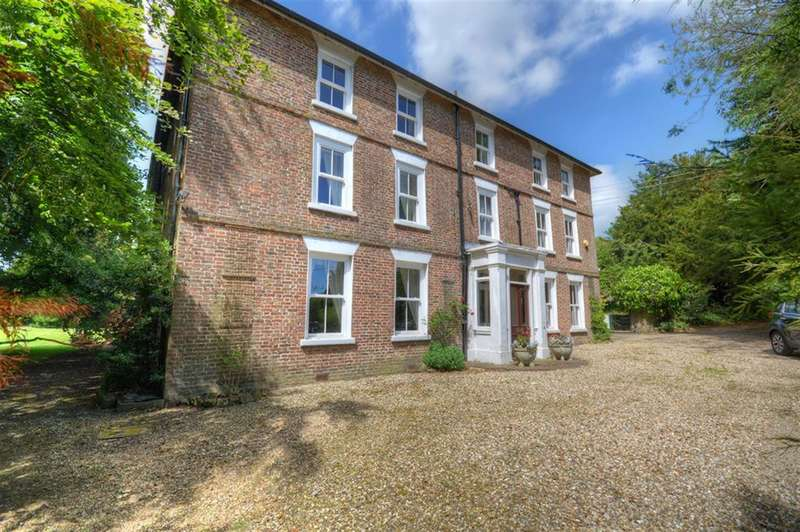 12 Bedrooms Detached House for sale in Foxholes, Driffield, YO25 3QL