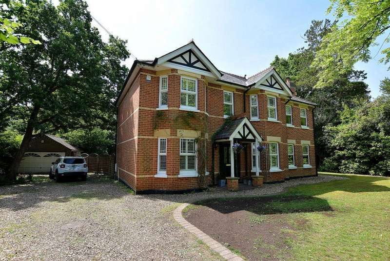 4 Bedrooms Detached House for sale in The Avenue, West Moors