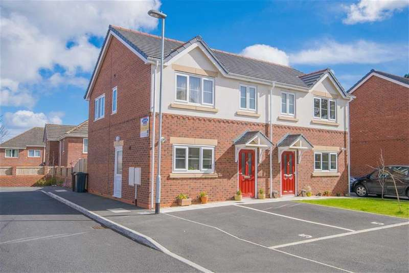3 Bedrooms Semi Detached House for sale in Clayton Road, Mold