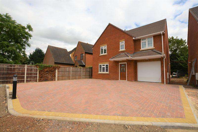 4 Bedrooms Detached House for sale in (Brand New Road) Church Street, Slough
