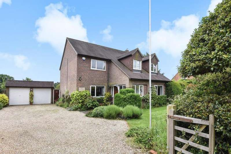 5 Bedrooms Detached House for sale in Reading Road, Padworth Common, RG7