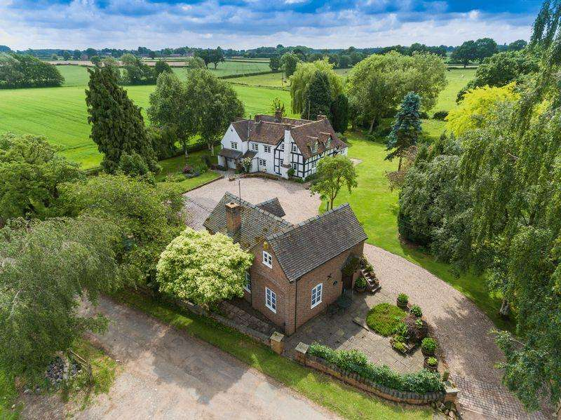 4 Bedrooms Detached House for sale in Blymhill Common, Shifnal