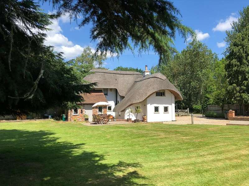 3 Bedrooms Detached House for sale in Burghfield, Reading, RG30
