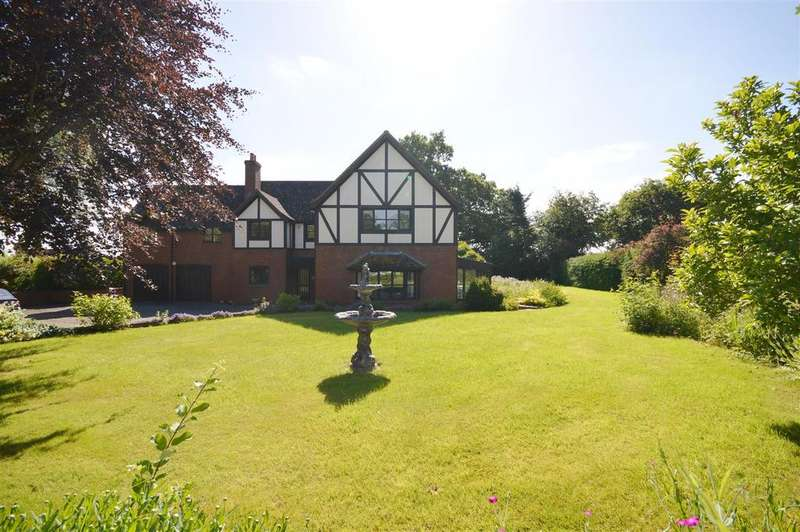 5 Bedrooms Detached House for sale in Clehonger, Hereford