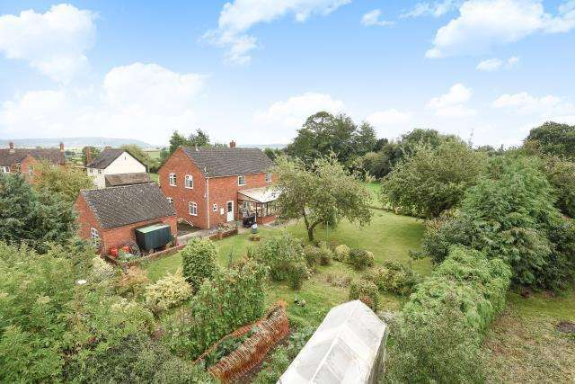 4 Bedrooms Detached House for sale in Stockingfield, Nr Dilwyn,, Herefordshire, HR4