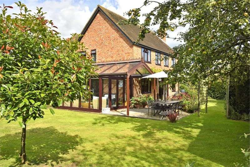 4 Bedrooms Detached House for sale in Brook Orchard, Marden, Herefordshire