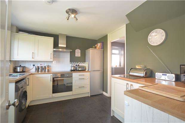 3 Bedrooms End Of Terrace House for sale in Fox Avenue, Yate, BRISTOL, BS37 5DR
