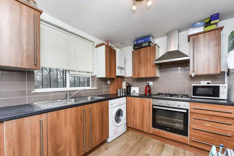 3 Bedrooms Flat for sale in Bethwin Road, London SE5