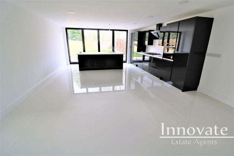 4 Bedrooms Semi Detached House for sale in Crosswells Road, Oldbury