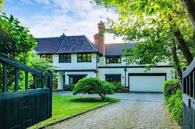 5 Bedrooms Semi Detached House for sale in Camberley, Surrey, .
