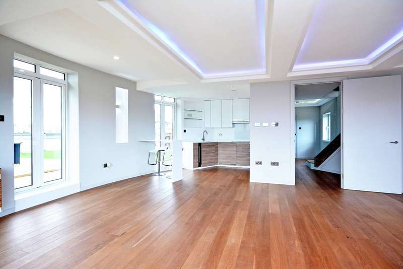 3 Bedrooms Flat for sale in Holland Gardens, Brentford, TW8