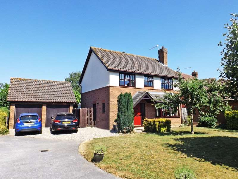 4 Bedrooms Detached House for sale in The Coppice, Bury St. Edmunds, Suffolk, IP31