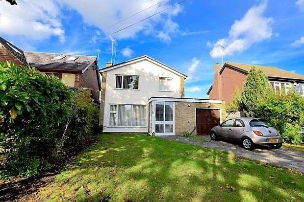 3 Bedrooms Detached House for sale in Green Lane, Leigh on sea, Leigh on sea, SS9 5QU