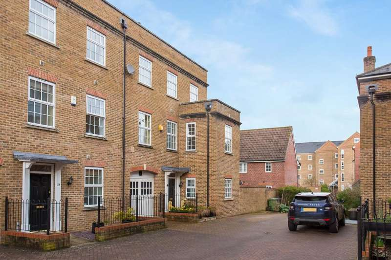 4 Bedrooms Town House for sale in Wooburn Green