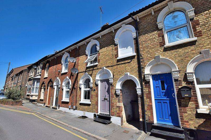3 Bedrooms Terraced House for sale in Edward Street, Central Dunstable