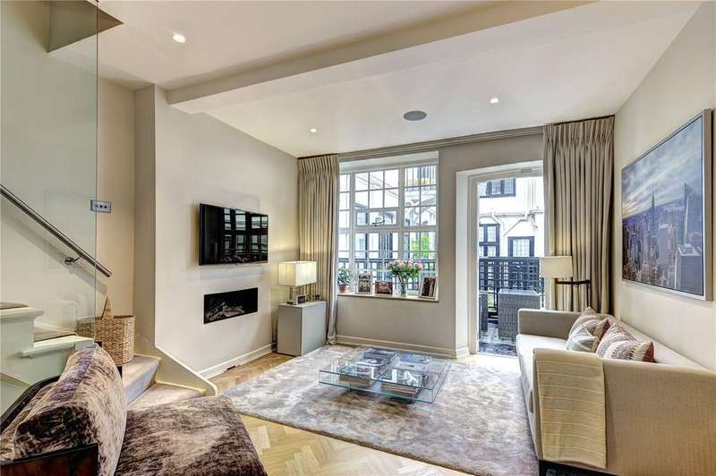 3 Bedrooms Terraced House for sale in De Vere Cottages, Canning Place, Kensington, London