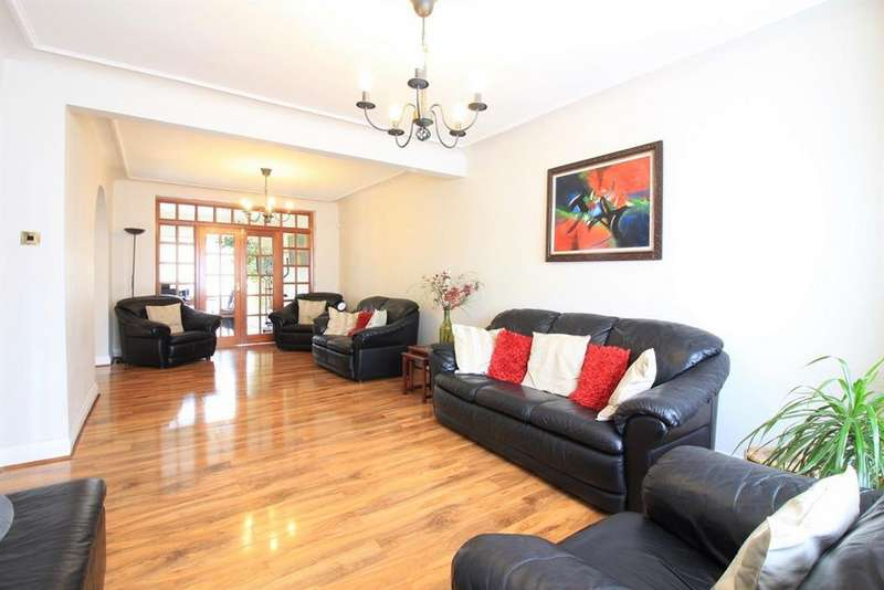 4 Bedrooms Semi Detached House for sale in Morland Gardens, Southall, UB1