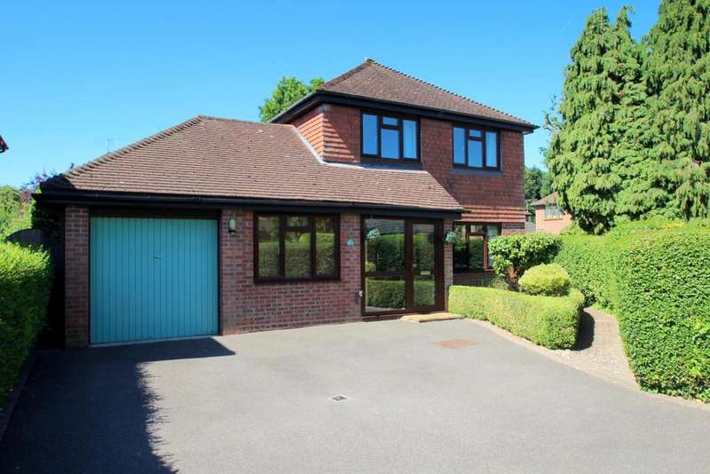 5 Bedrooms Detached House for sale in Church Close, West Bergholt , Colchester