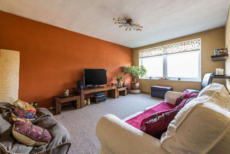 2 Bedrooms Apartment Flat for sale in Northumberland Avenue, Alderbsrook