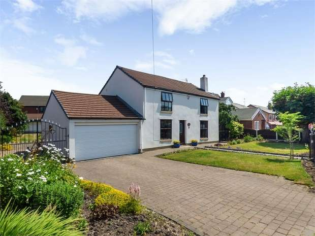 3 Bedrooms Detached House for sale in Stone Cross Lane North, Lowton, Warrington, Lancashire