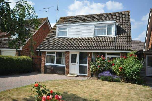 3 Bedrooms Detached House for sale in Askew Drive, Spencers Wood, RG7 1HG