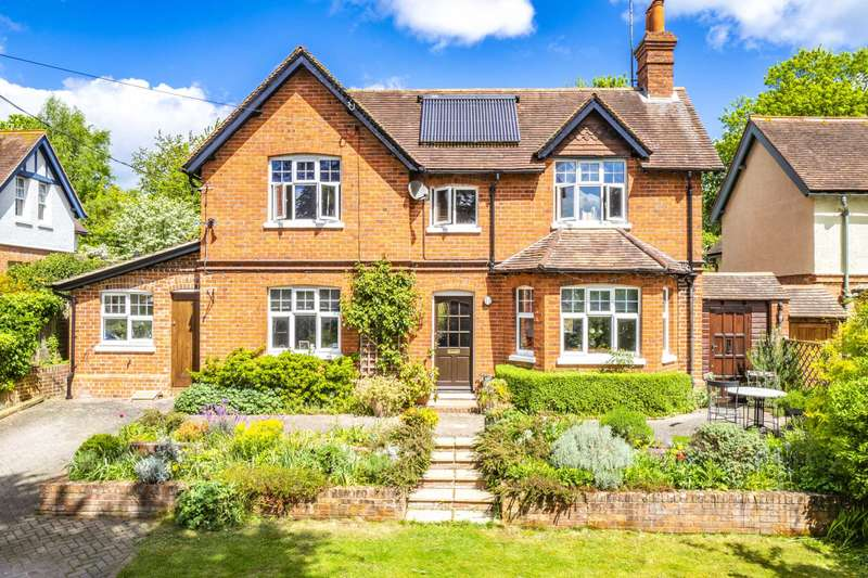 4 Bedrooms Detached House for sale in Springhill Road, Goring On Thames