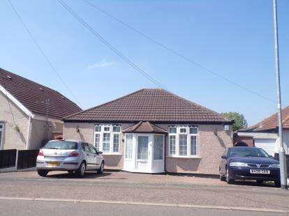 3 Bedrooms Bungalow for sale in Laindon, Essex