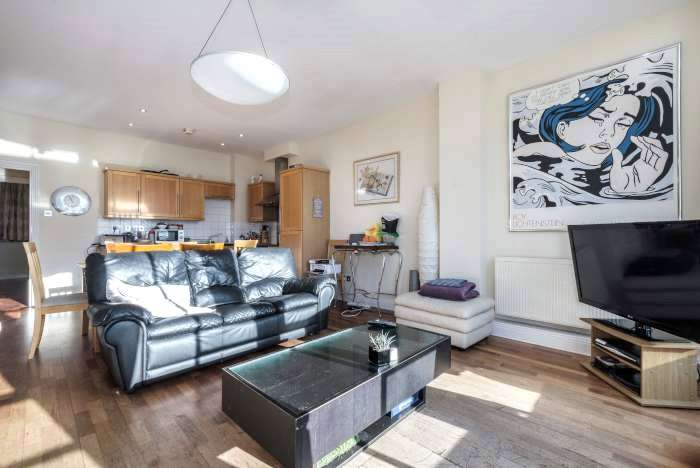 3 Bedrooms Flat for sale in Bunhill Row, Old Street, London, EC1Y