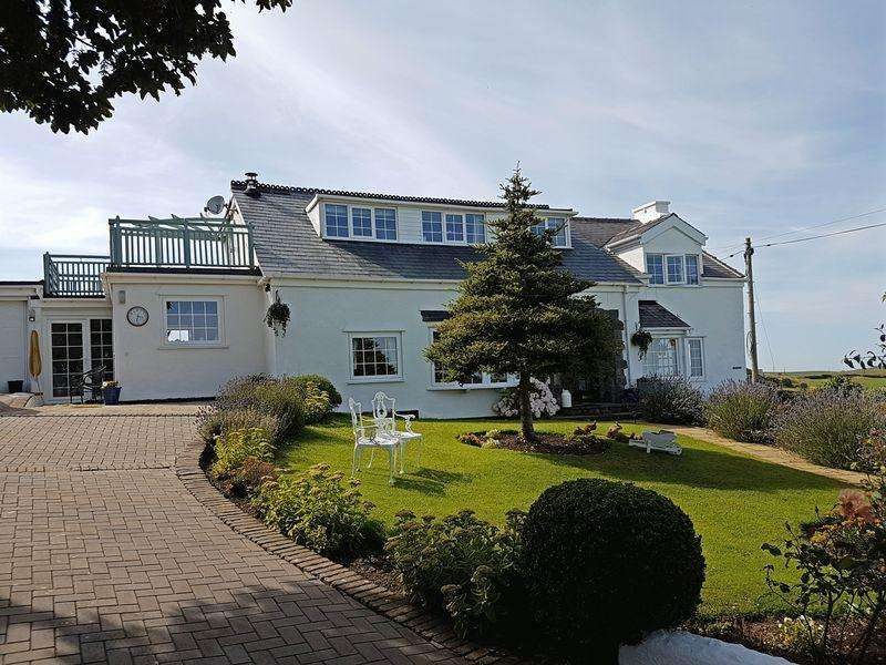 5 Bedrooms Detached House for sale in Llanfairynghornwy, Anglesey