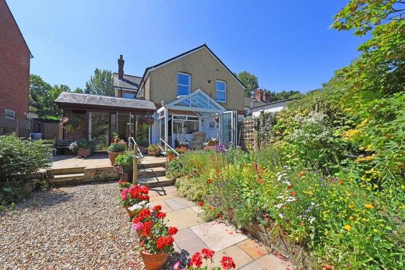 3 Bedrooms House for sale in Lynchford Road, Farnborough, GU14
