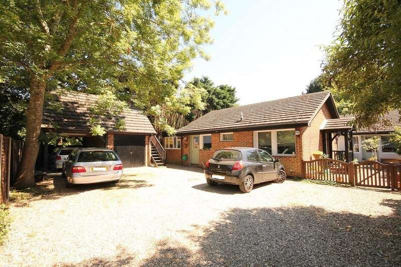 5 Bedrooms Detached Bungalow for sale in Rectory Road, Farnborough