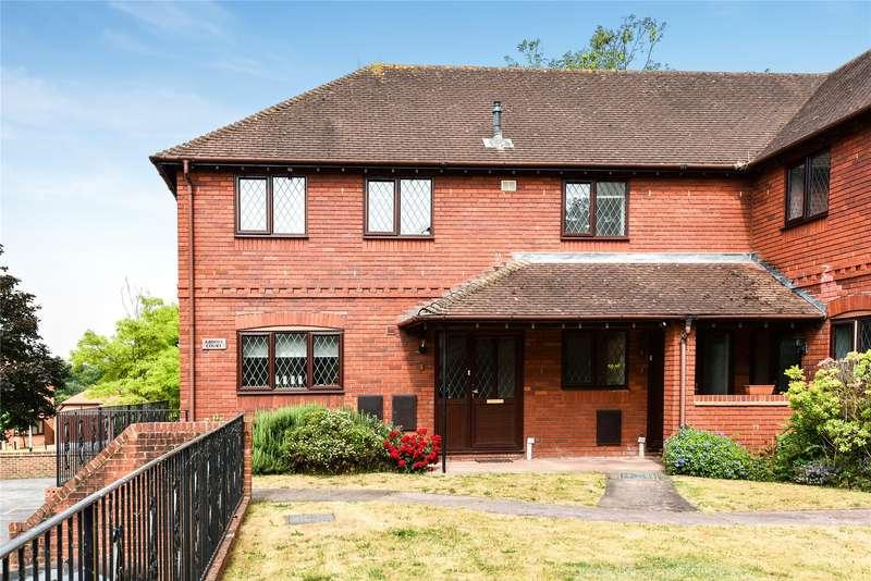 2 Bedrooms Maisonette Flat for sale in Abbots Court, Lych Gate Close, Sandhurst, Berkshire, GU47